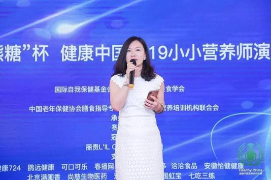 首届小小营养师演讲大赛由首都保健营养美食学会副秘书长李润庭主持